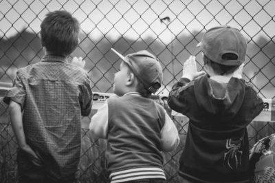 Scene Urbane: copiii și inocența furată de Halloween